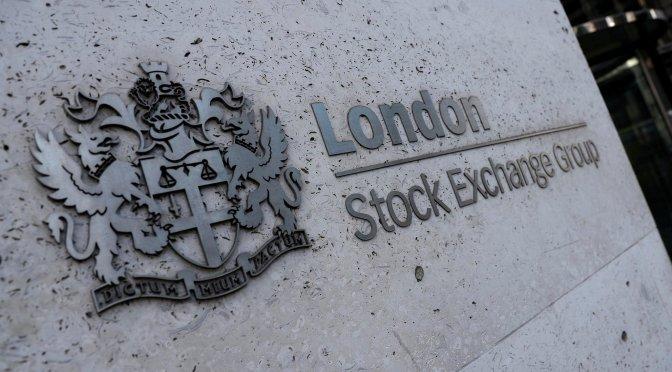 Acciones británicas caen más del 2% debido a los problemas de inflación