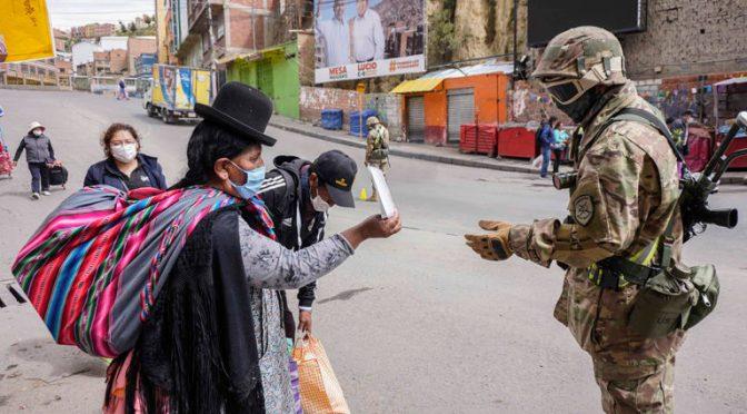 Tecerra ola de COVID golpea a Bolivia y obliga restricciones