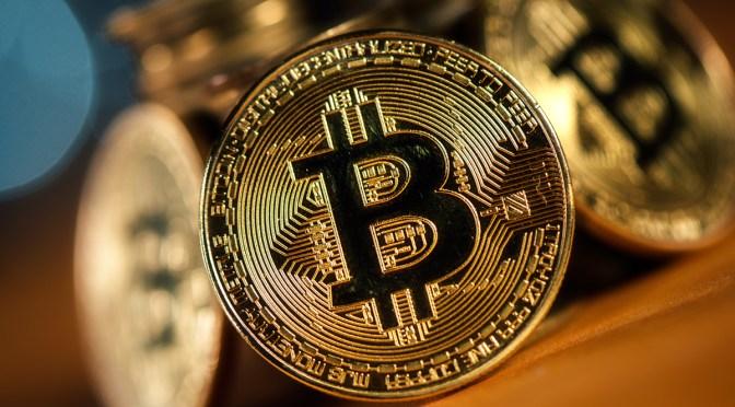 Bitcoin cae un 10% para situarse en 33,747 dólares