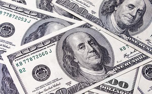 Dólar alcanza su máximo de dos semanas