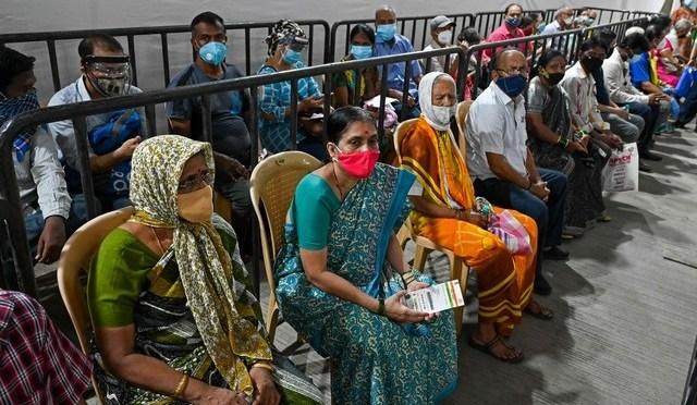 India supera los 300,000 muertos por Covid-19