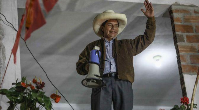 Pedro Castillo conserva ventaja de más de 71,000 votos y acaricia la presidencia en Perú