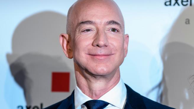 Jeff Bezos estará en el vuelo espacial tripulado de Blue Origin