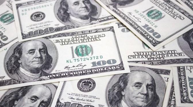 Dólar cae de su máximo de tres semanas después de los datos de empleo de Estados Unidos