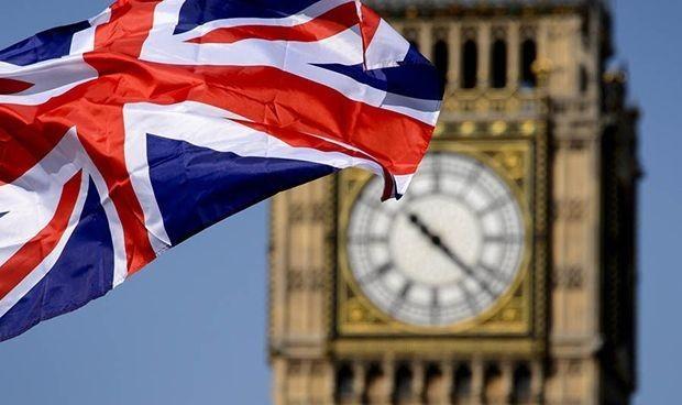 Recuperación del Reino Unido se acelera en abril a medida que la economía registra un salto anual récord