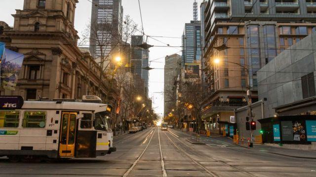 Melbourne vive quinto confinamiento por alza de casos de COVID