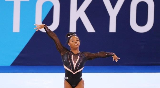 Simone Biles sigue en camino por seis oros en los Juegos de Tokio