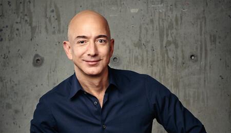 Bezos dice que el vuelo de Branson no tiene la altitud suficiente para ser espacial