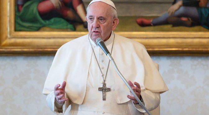 Papa Francisco limita difusión de la misa latina de su predecesor