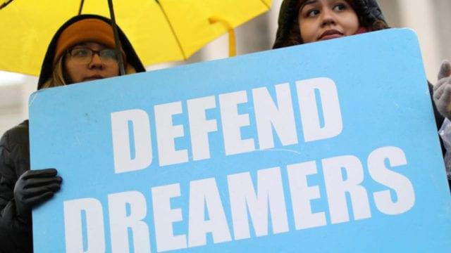 México lamenta decisión de juez sobre el DACA