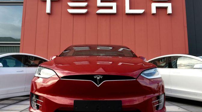 Tesla lanza servicio de suscripción para software avanzado de asistencia al conductor