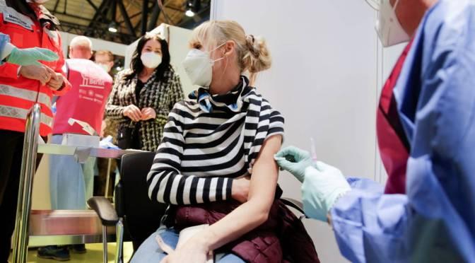 Europa acelera vacunación ante la variante delta de COVID-19