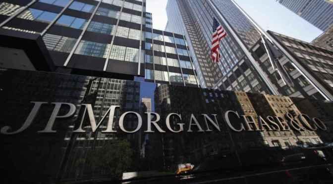 Beneficio de JPMorgan se duplica con creces a pesar de la caída del comercio