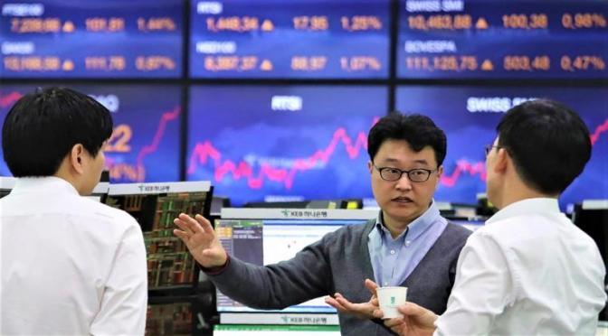 Acciones de Hong Kong terminan más alto en tecnología y recuperación financiera