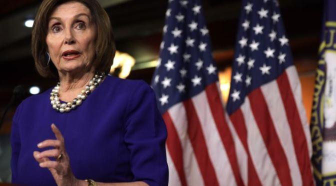 """Pelosi elogia el plan presupuestario del Senado como """"inversiones audaces y esenciales"""""""