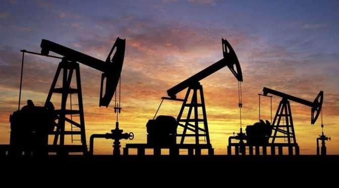Precios del petróleo se mantienen firmes a medida que los inventarios de EU disminuyen