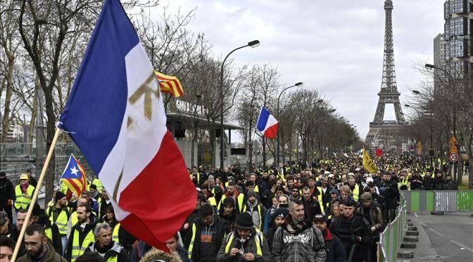 Macron llama a la unidad tras protestas contra las vacunas