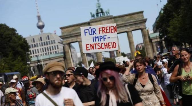 Miles protestan en Alemania contra restricciones por COVID