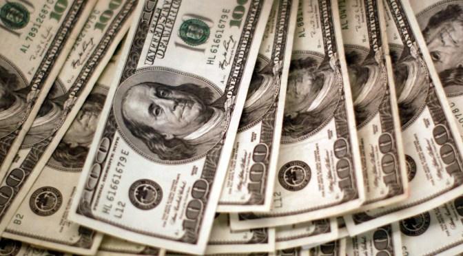 Dólar aumenta del mínimo de una semana