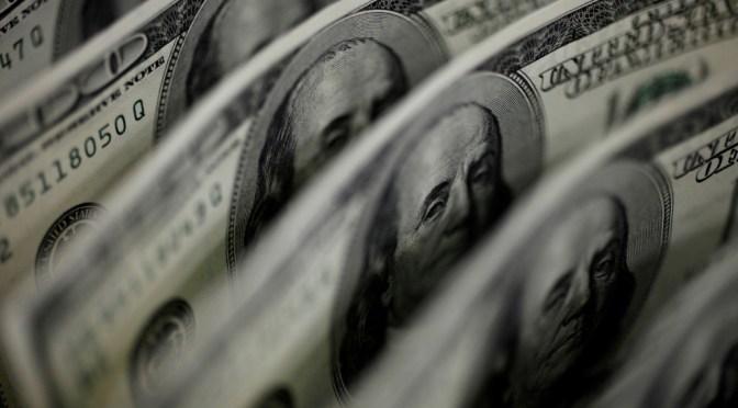 Dólar reanuda la tendencia a la baja