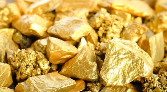 Precios del oro suben hacia máximo de un mes