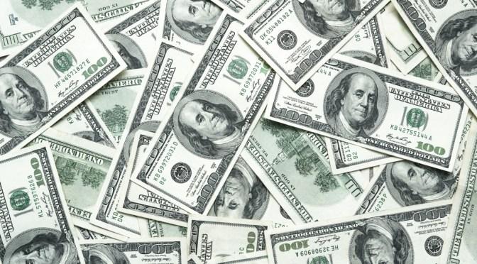 Dólar inicia semana con caída después de la subida de la semana pasada