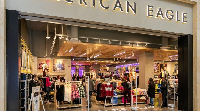 Ingresos de American Eagle decepcionan a medida que las ventas en línea se debilitan