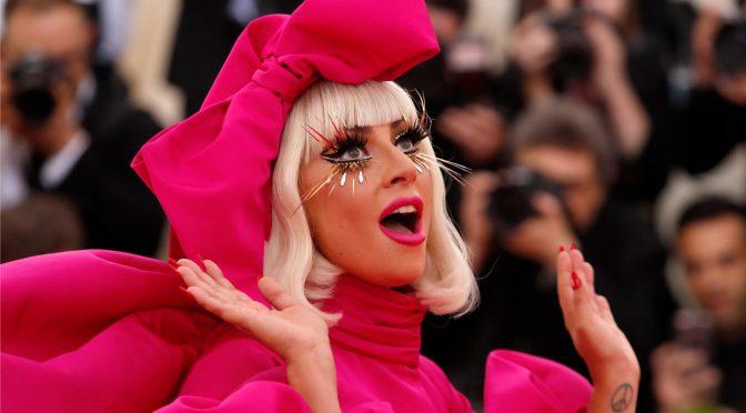 """Lady Gaga es apodada como """"El icono"""" en la lista de mejores vestidos de la gente"""