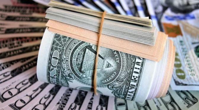 Dólar se mantiene sobre mínimos de una semana