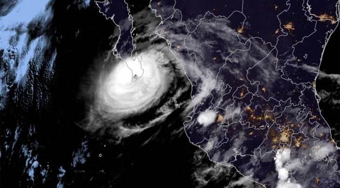 Olaf ya es una tormenta tropical, provoca fuertes lluvias en Baja California Sur