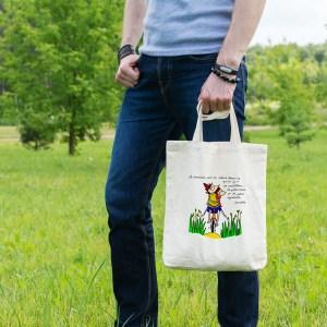 Magnifique sac tote bag illustré par Abi, motif Sac Tote Bag Le Bonheur à Bicyclette Aristote by Abi UNE VIE DE BELETTE, un sac tote bag orignal et résistant, pratique à porter, a bout de bras ou sur l'épaule grâce à ses anses de 64 cm. Imprimé directement depuis notre atelier Béarnais, à Jurançon 64 aux pieds des Pyrénées.