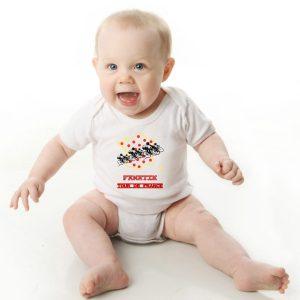 Offrez en cadeau de naissance ce magnifique body bébé garçon ou fille Tour de France vélo agréable à porter, designer par notre infographiste et imprimé directement depuis notre atelier Français situé à Jurançon au cœur des Pyrénées, en plein Béarn 64 niché entre l'océan et la montagne.