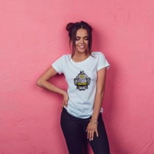 Offrez-vous ce Magnifique T-shirt pop culture Baymax Batman original et agréable à porter, imprimé et expédié directement depuis notre atelier Français situé à Jurançon au cœur des Pyrénées, en plein Béarn 64 niché entre l'océan et la montagne. Disponible en taille S, M, L, XL et XXL. 100% coton