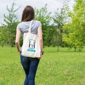 un sac tote bag pratique, beau et écologique aux couleurs de l'équipe de rubgy de Bayonne, le fameux Aviron Bayonnais