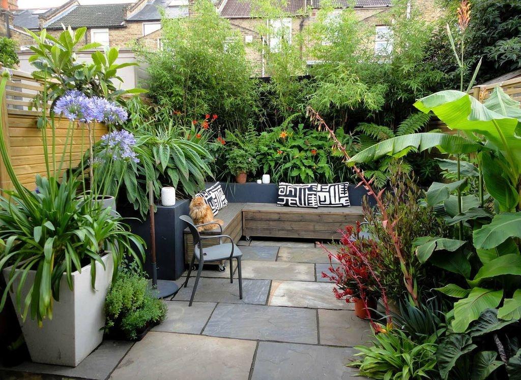 Amazing Small Courtyard Garden Design Ideas 11