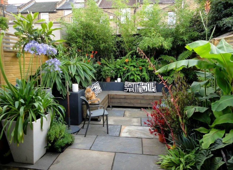Amazing Small Courtyard Garden Design Ideas 11