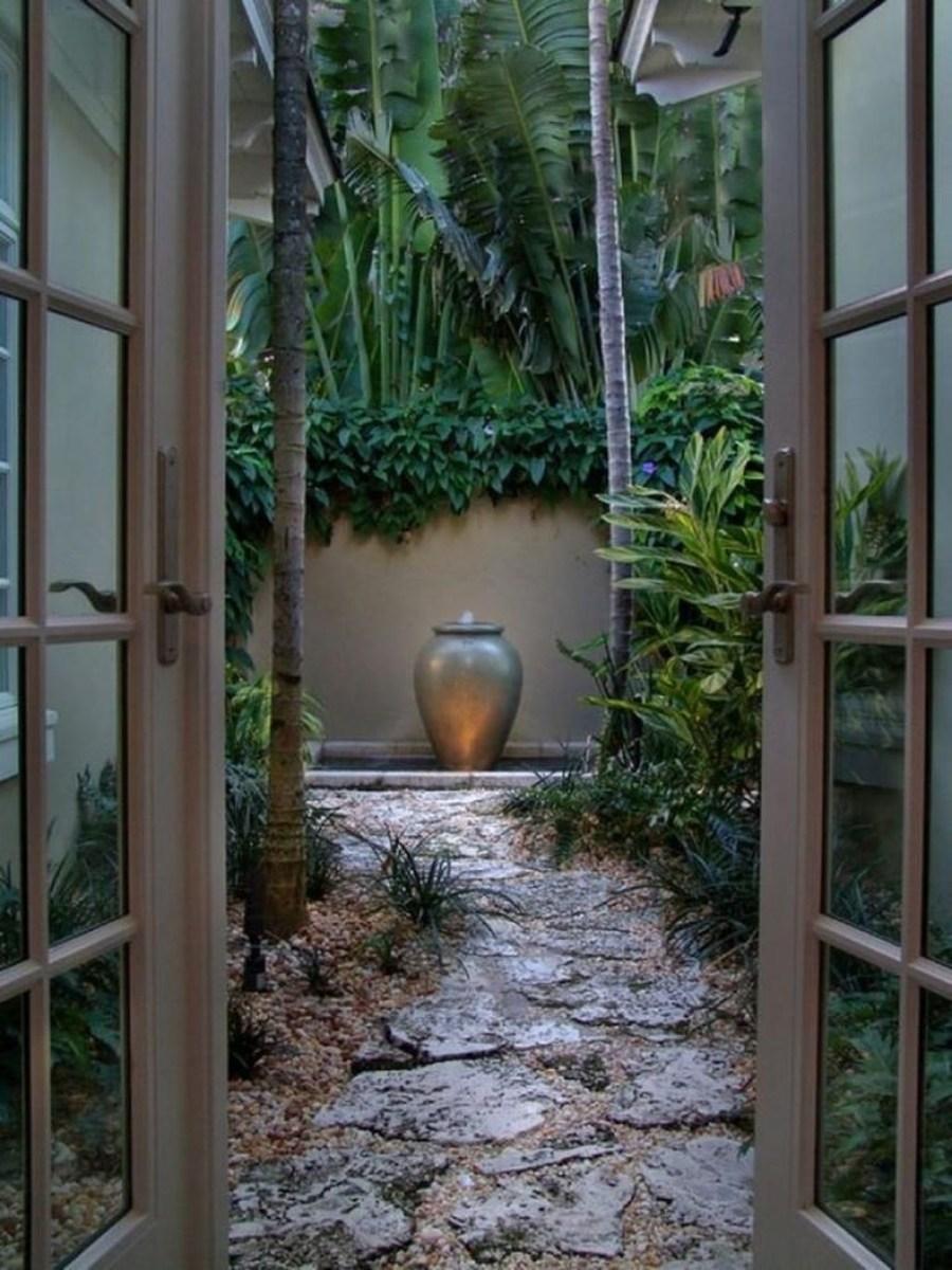 Amazing Small Courtyard Garden Design Ideas 22