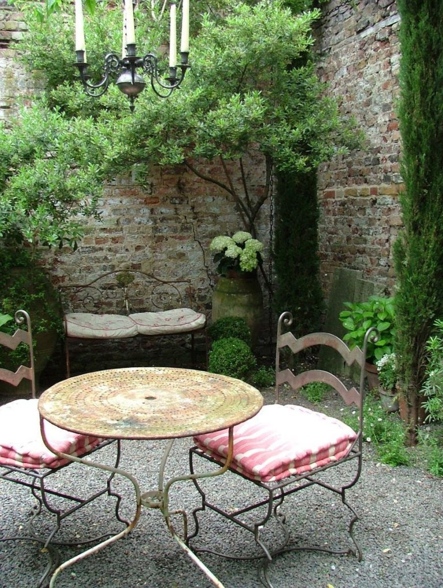 Amazing Small Courtyard Garden Design Ideas 38