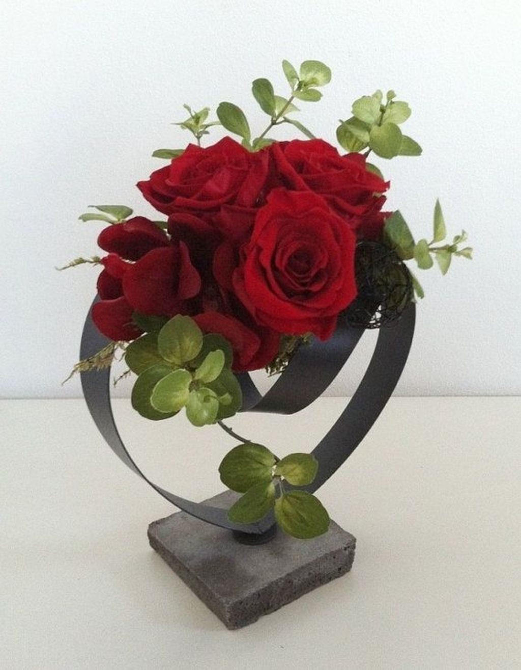 Lovely Rose Arrangement Ideas For Valentines Day 14
