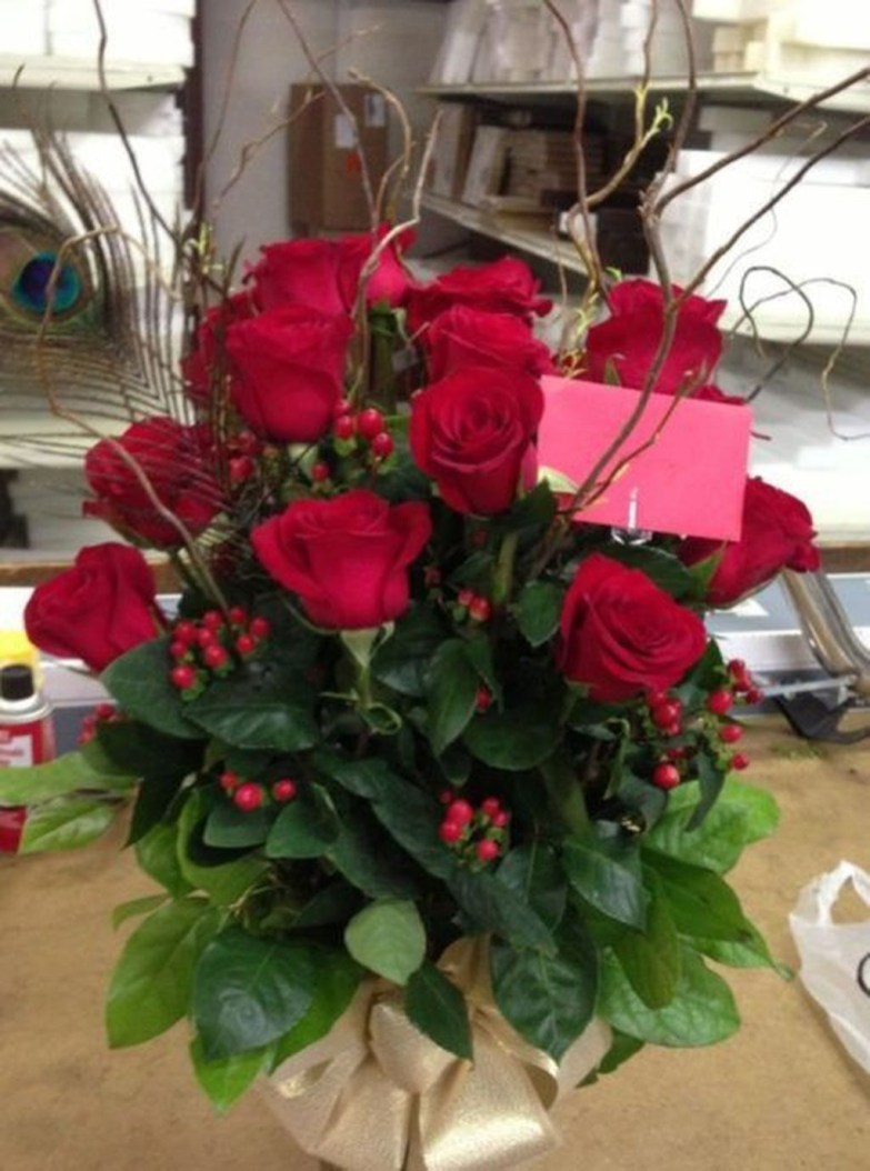 Lovely Rose Arrangement Ideas For Valentines Day 41