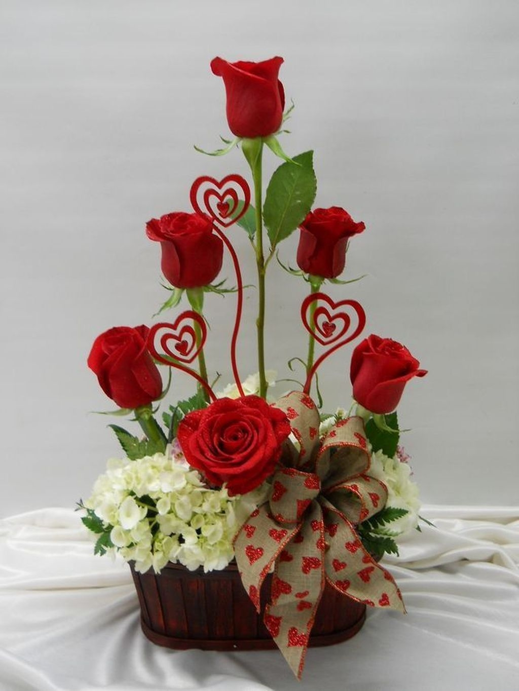 Lovely Rose Arrangement Ideas For Valentines Day 46