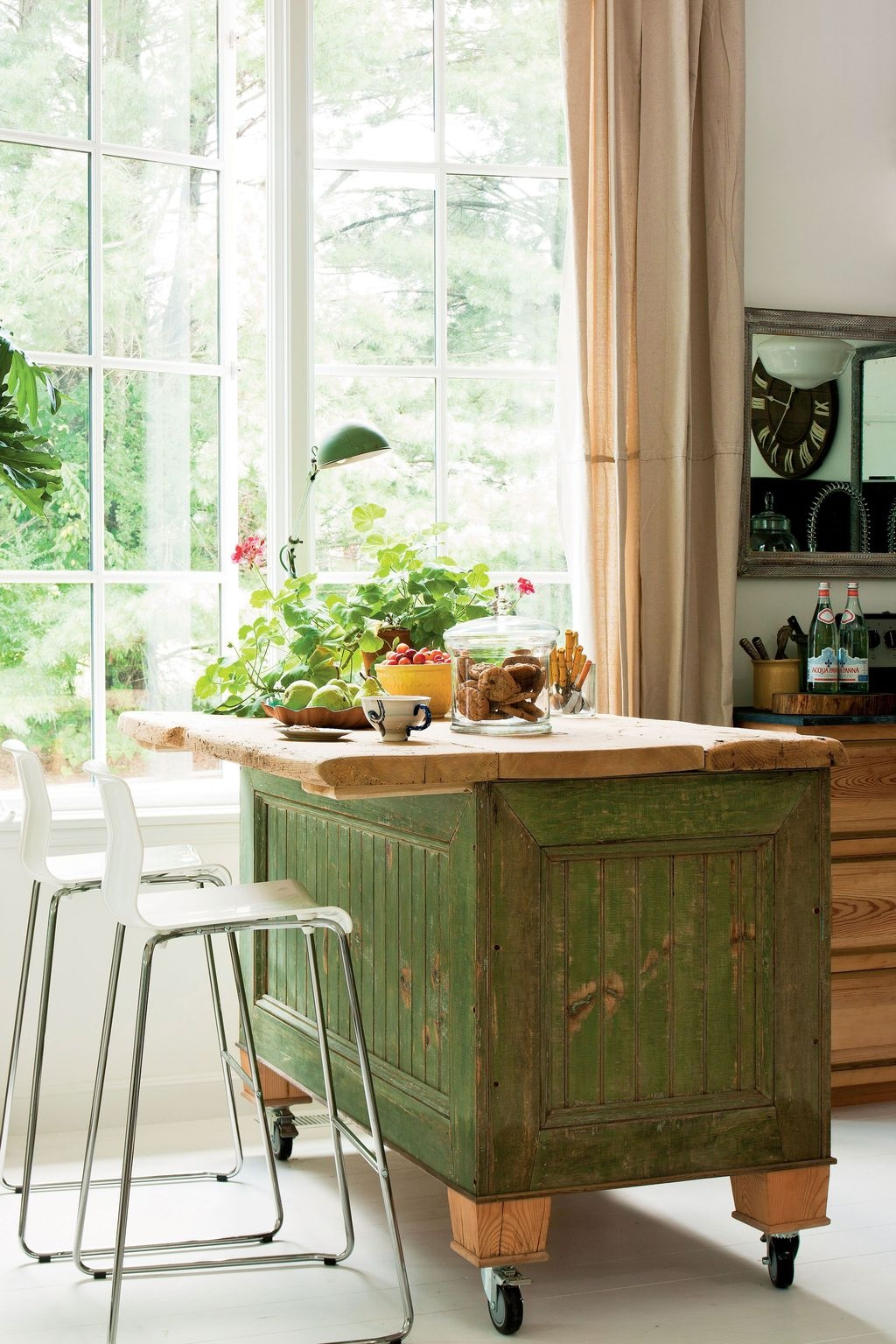 Awesome Rustic Kitchen Island Design Ideas 25