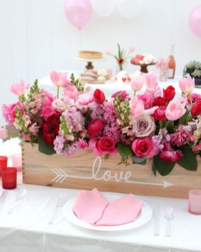 Beautiful And Romantic Valentine Dining Table Decoration Ideas 15