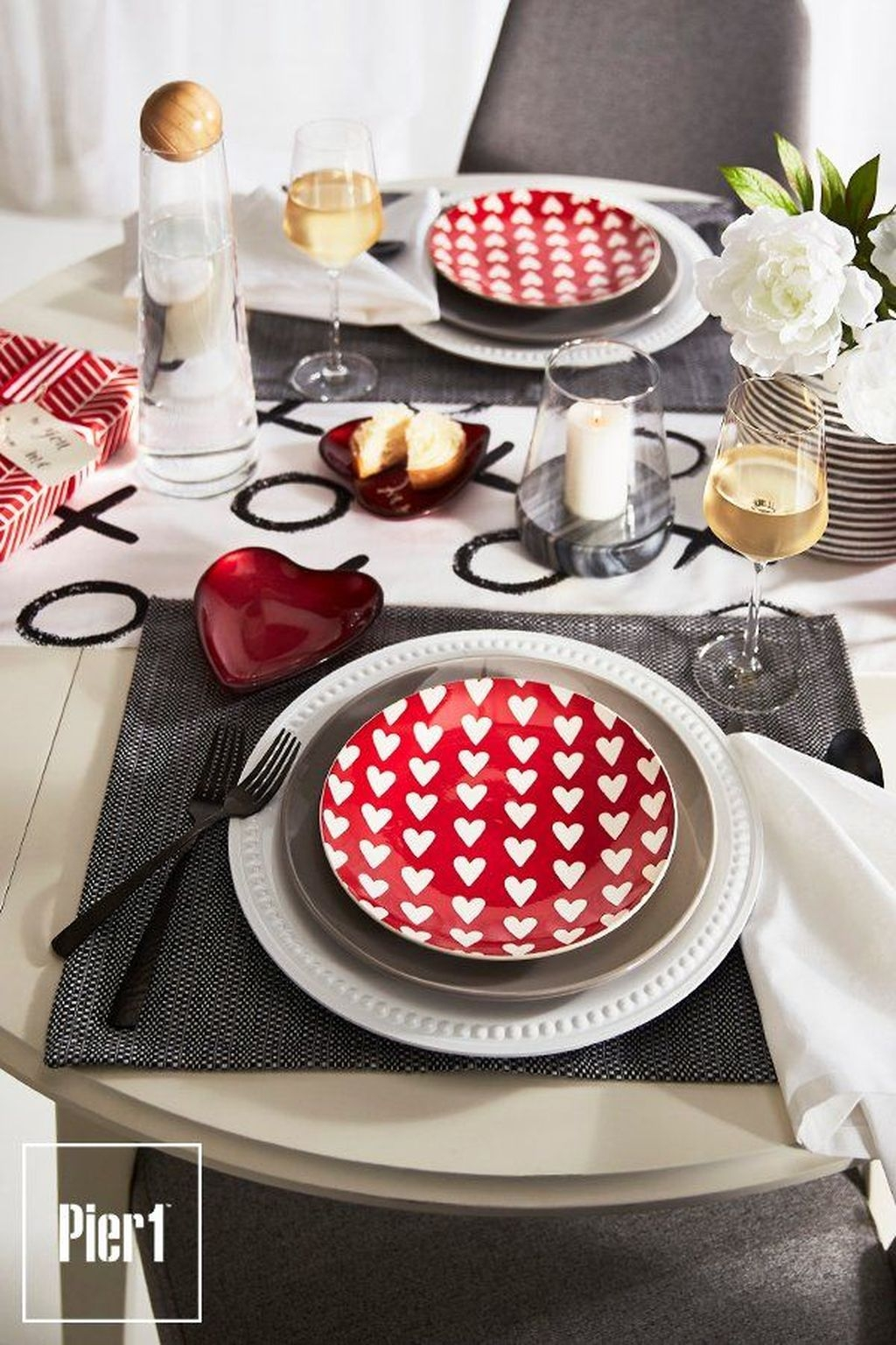 Beautiful And Romantic Valentine Dining Table Decoration Ideas 25