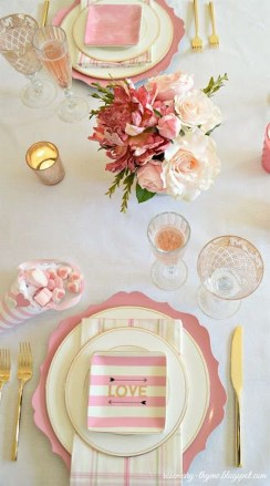 Beautiful And Romantic Valentine Dining Table Decoration Ideas 31