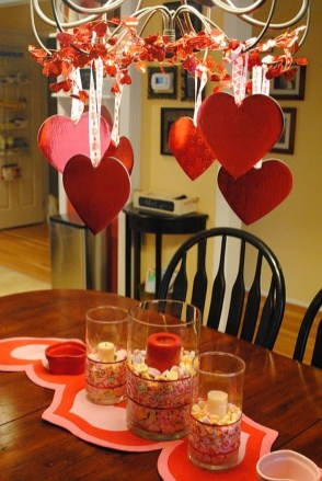 Beautiful And Romantic Valentine Dining Table Decoration Ideas 33