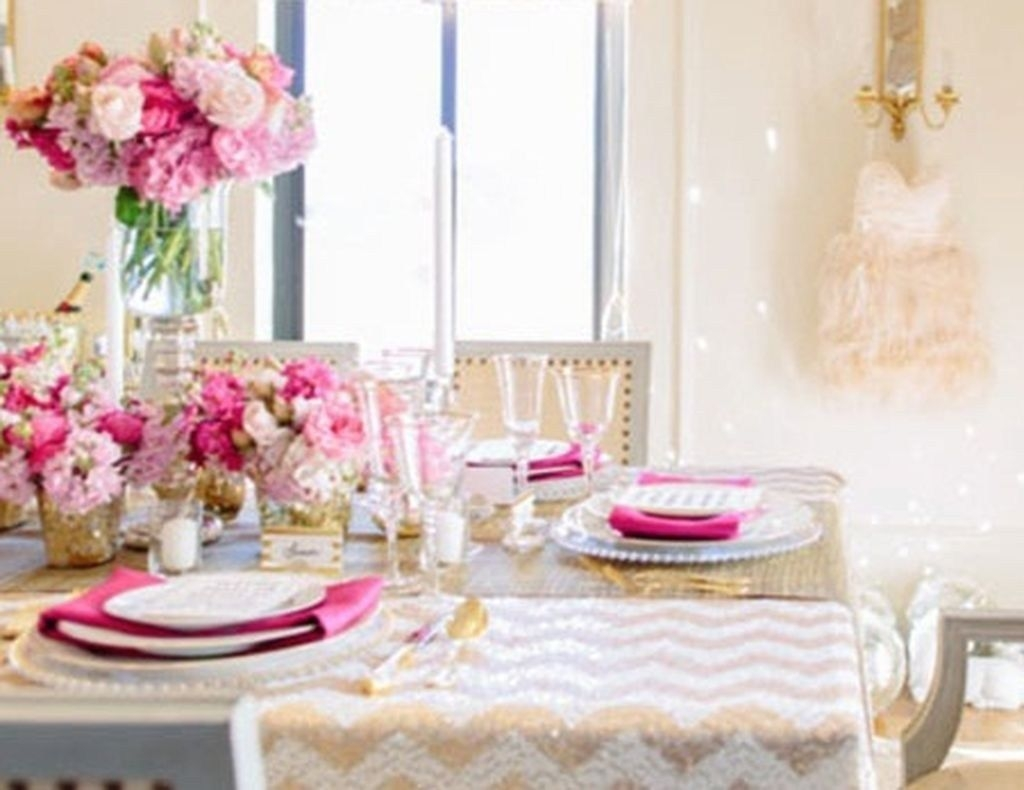 Beautiful And Romantic Valentine Dining Table Decoration Ideas 39