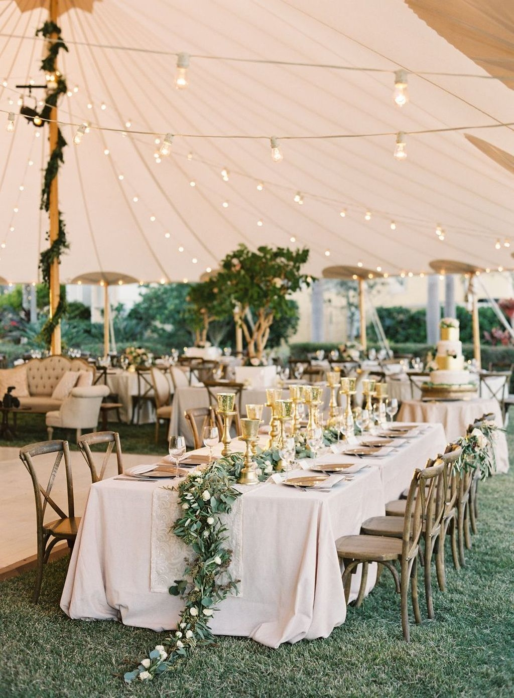 Beautiful Backyard Wedding Decor Ideas To Get A Romantic Impression 08