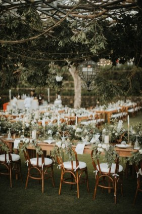 Beautiful Backyard Wedding Decor Ideas To Get A Romantic Impression 17