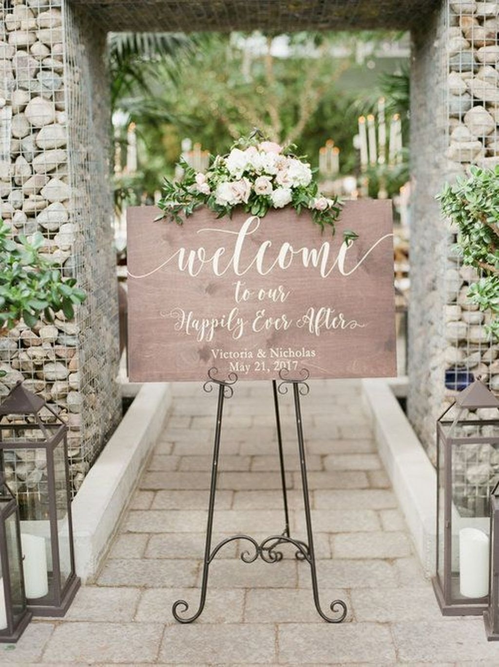 Beautiful Backyard Wedding Decor Ideas To Get A Romantic Impression 22
